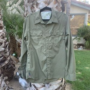 Men's Army Green Quiksilver shirt size Large Surf